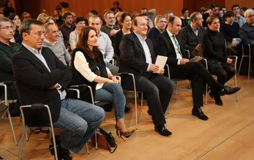 José Luis Bilbao, Diputado General de Bizkaia, Bakartxo Tejería, Andoni Ortuzar y Manu Aierdi durante el acto del Baluarte