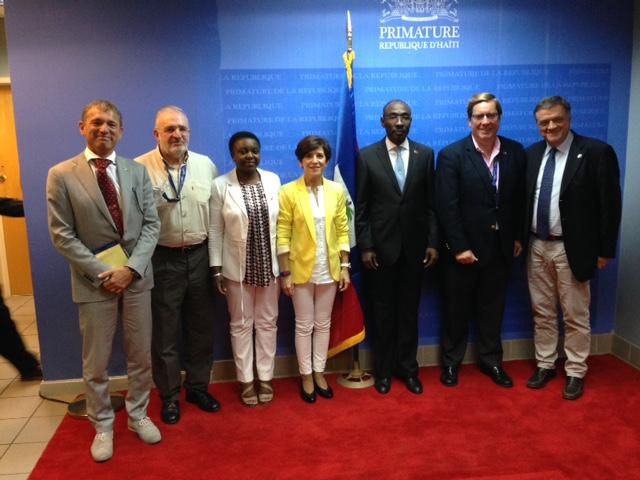 La delegación del Parlamento Europeo con  Paul Evans, primer ministro de Haití