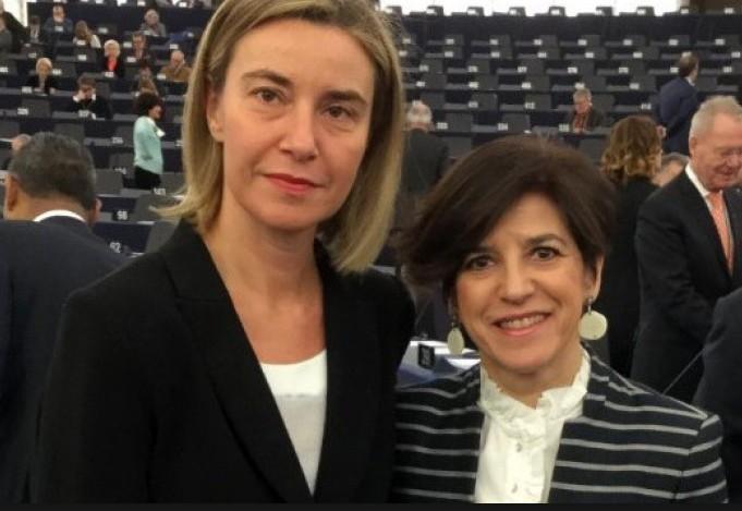 Con la Vicepresidenta Mogherini en un pleno del Parlamento Europeo