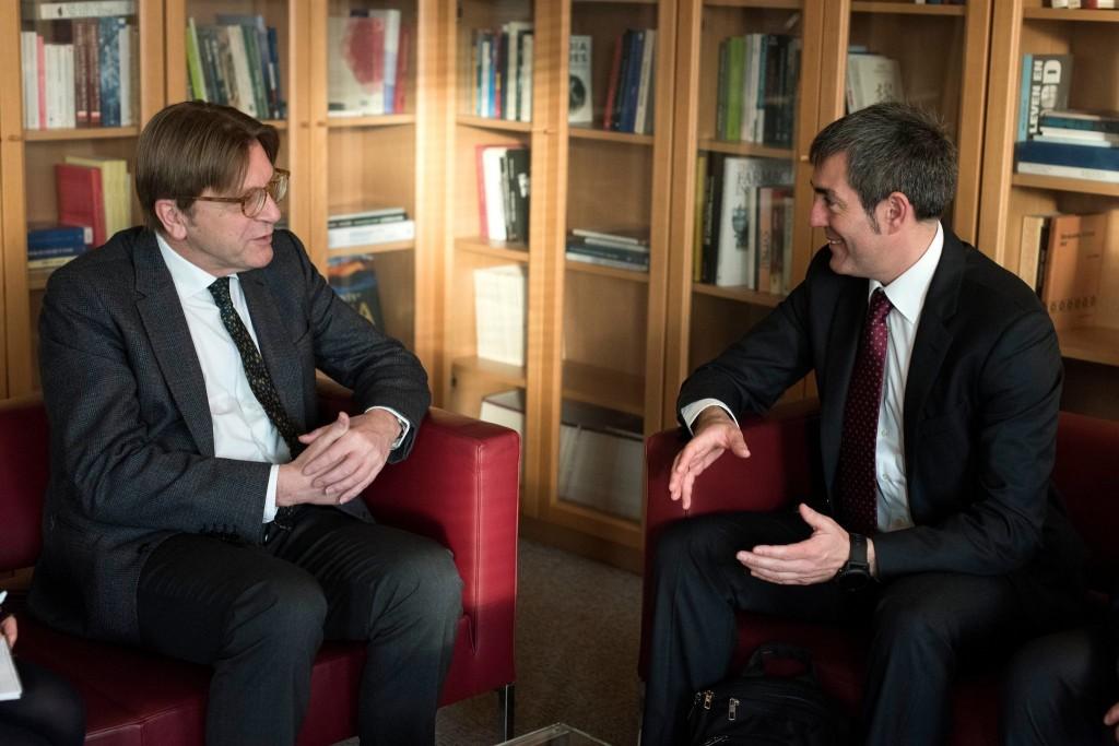 El Presidente Clavijo con el responsible en el Parlamento Europeo de la negociación sobre el Brexit, Guy Verhofstadt.