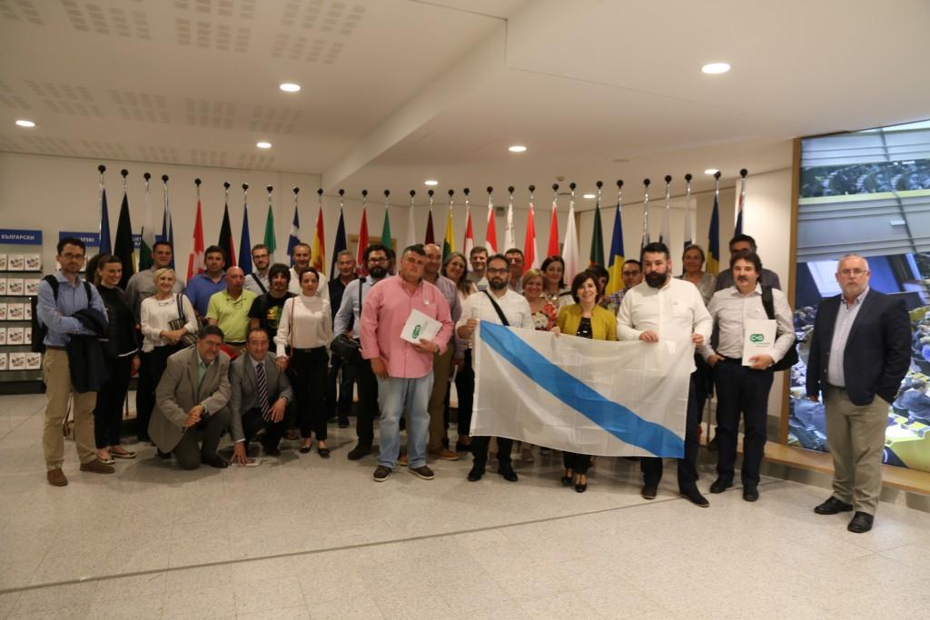 Con un grupo de asociaciones cívicas que trae a Bruselas Compromiso por Galicia en el salon de plenos del Parlamento Europeo