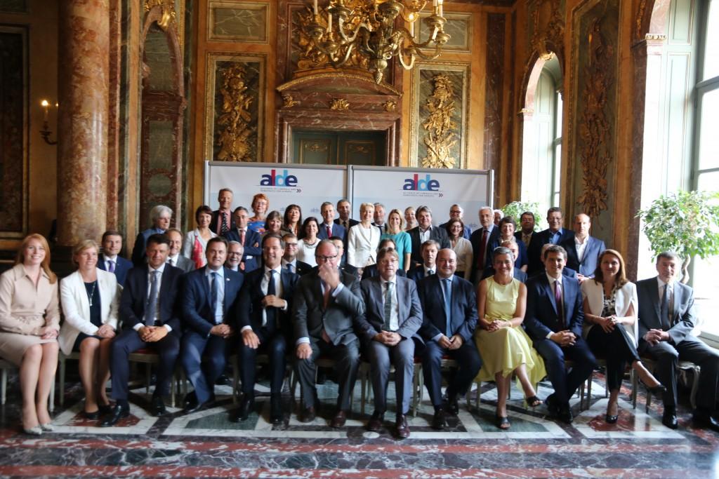 """La """"foto de familia"""" de los liberales y demócratas durante la cumber celebradea este 22 de junio en Bruselas."""