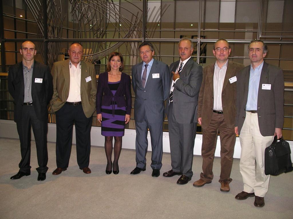 Representantes del sector de bajura del cantábrido y de los institutos oceanográficos que vigilan el stock de anchoa antes de intervenir en el Parlamento europeo
