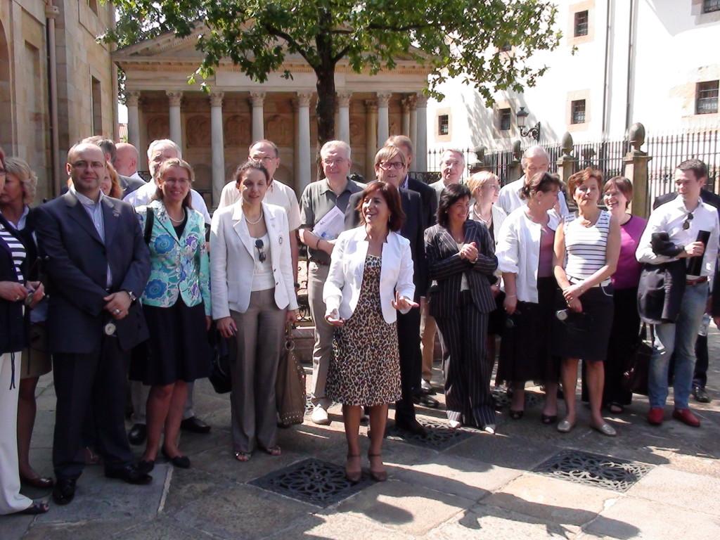 La foto de familia de la visita a Gernika