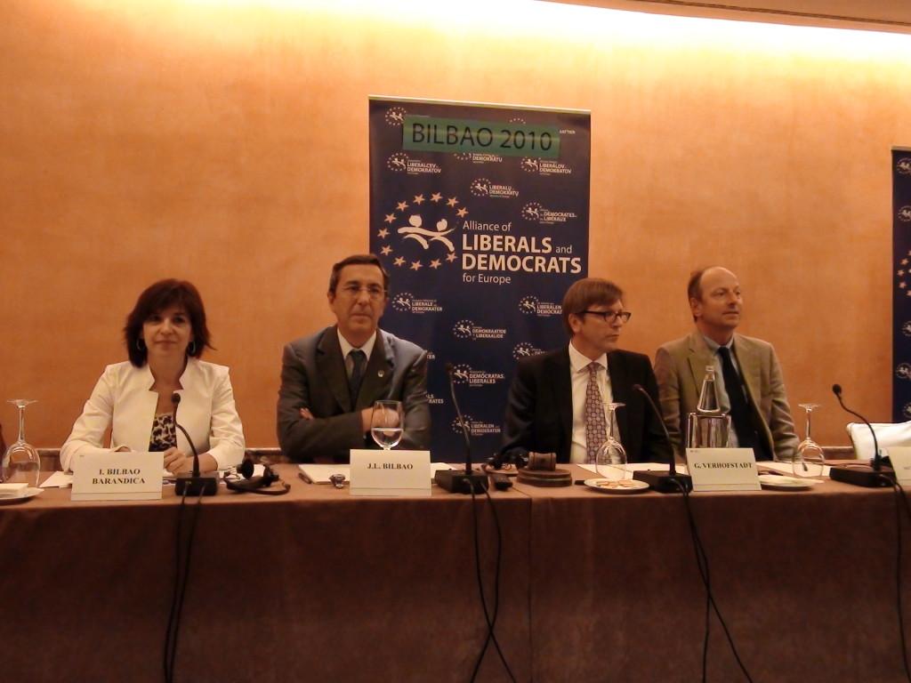 Jose Luis Bilbao se prepara para explicar a ALDE el funcionamiento del concierto economico