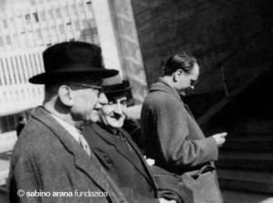 El lehendakari Agirre con Schuman al comienzo de una reunión de los Nuevos Equipos Internacionales.