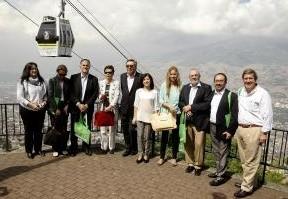 La delegación al completo durante la visita a la red de metrocable de Medellín