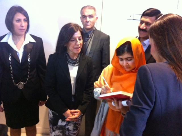 Pude saludar, felicitar y agradecer su testimonio a Malala Yousafzai poco antes de entrar al pleno del Parlamento