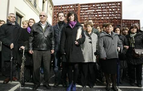 Los familiares de Inaxio uria en el homenaje que tributamos en el Parlamento vasco al empresario asesinado por ETA