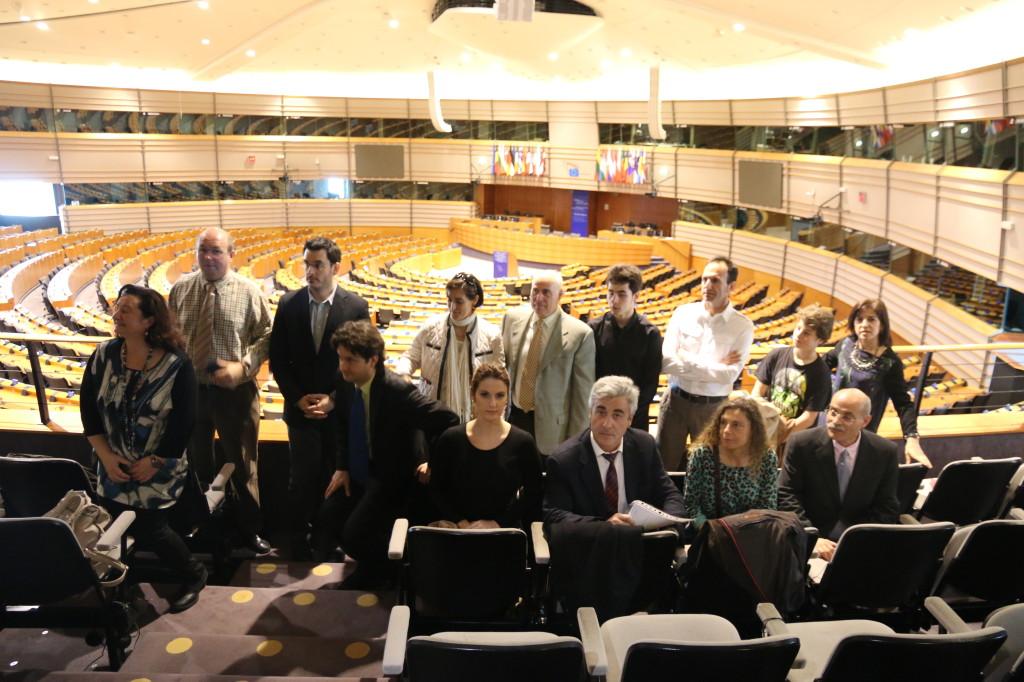 """Los miembros del """"Grupo Hidrógeno"""" en la tribuna del salón de plenos del Parlamento Europeo en Bruselas."""