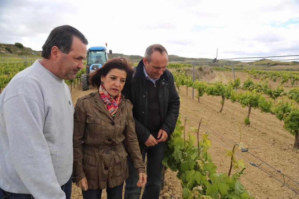 Con el actual Diputado General de Alava, Ramiro González, durante una visita a Rioja Alavesa.
