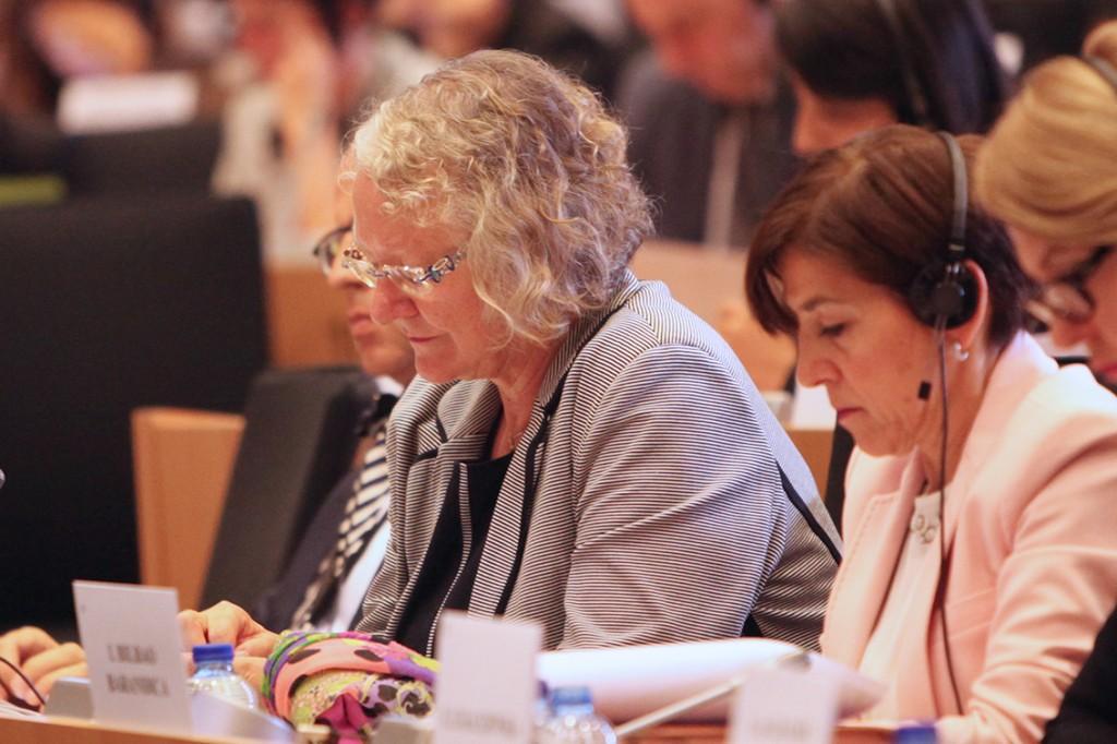 Con la coordinadora de transportes de ALDE Gesine Meisner durante la audiencia con el aspirante a comisario de transportes.