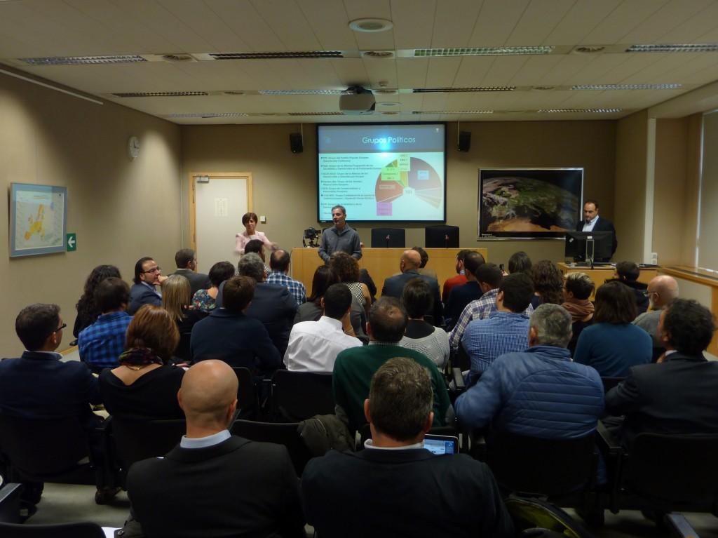 Un momento de la reunión ayer en Bruselas con una quincena de organizaciones cívicas gallegas