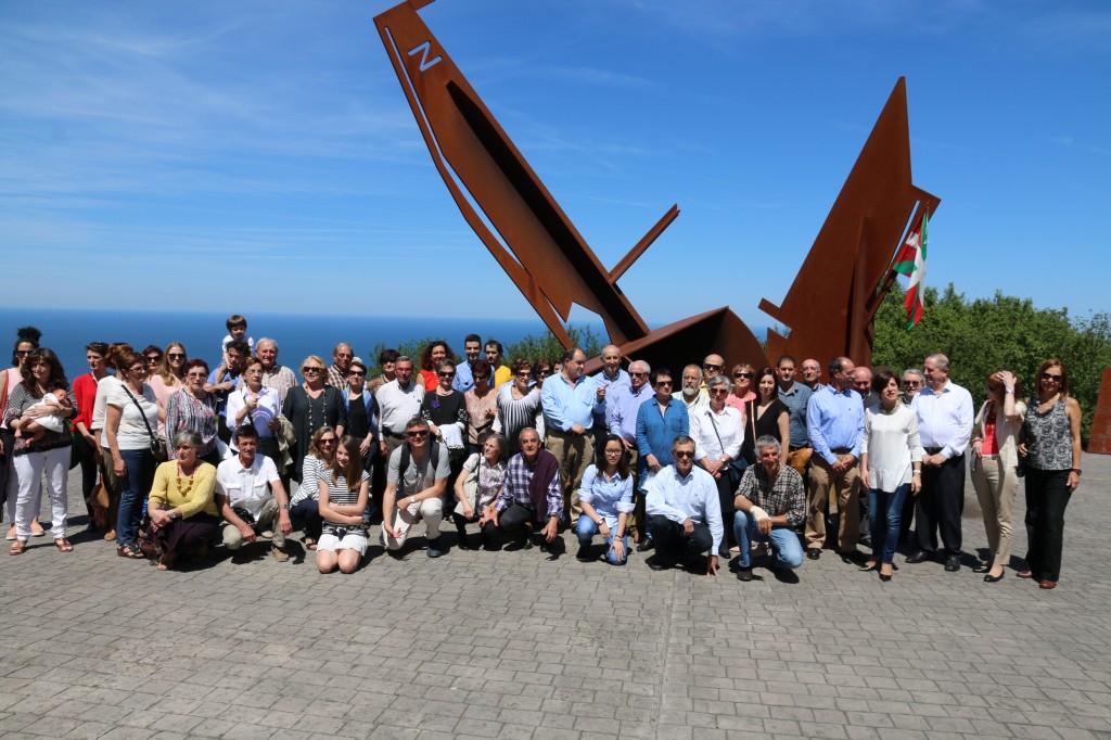 Foto de familia de los asistentes al homenaje de Matxitxako