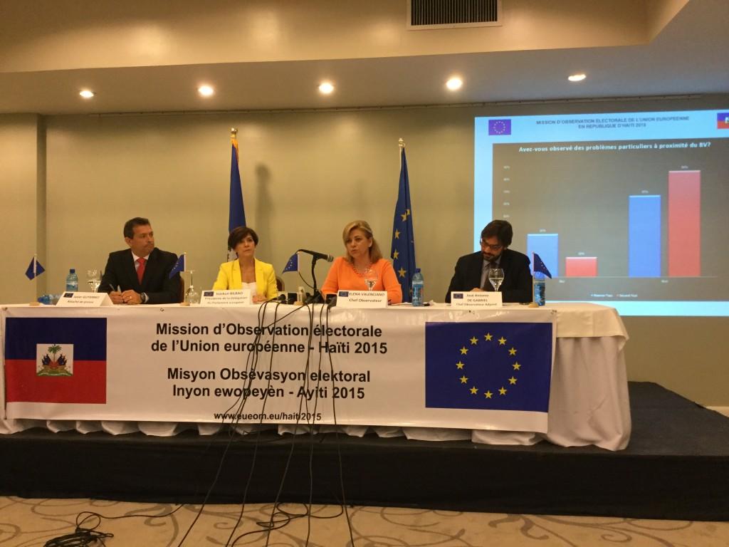 Rueda de prensa con Elena Valenciano en Puerto Príncipe dando cuenta de los resultados de la mission de observación electoral