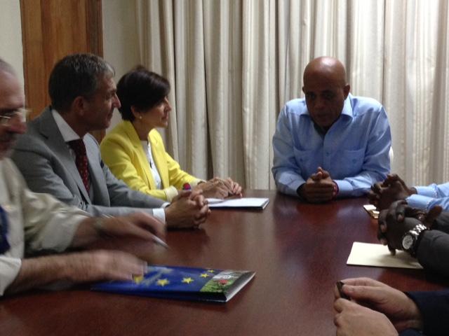 Con el president Martelly durante la mission de observación electoral