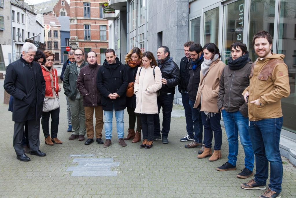 El grupo visita la estela homenaje a Hodei Egiluz en Amberes