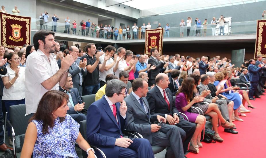 Significativa actitud de Yolanda Barcina y su gabinete el día en que Uxue Barcos tomó posesión de su cargo