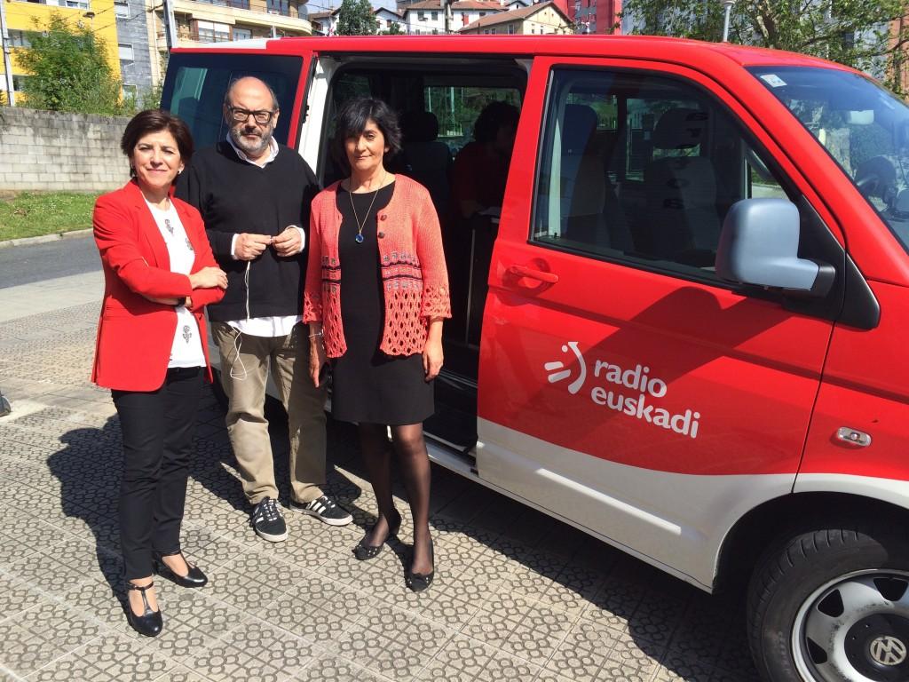 Con Marisol Ibarrola y el reportero de Radio Euskadi Ander Iribar que dedicó una arte de su programa a estas jornadas.