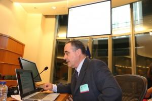 Iñaki Berraondo durante su explicación en Bruselas.