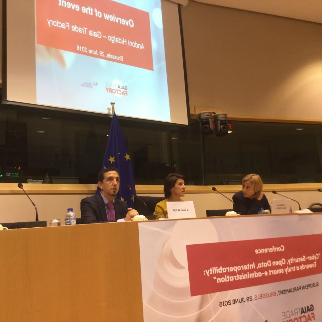 Javier Hidalgo y Pilar Kaltzada han participado en el acto inaugural de este seminario sobre ciberseguridad