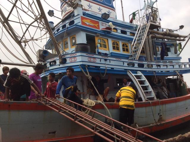 Un barco pesquero tailandés en el Puerto de Samut Sakorn que visitamos durante nuestra mission sobre pesca INDNR