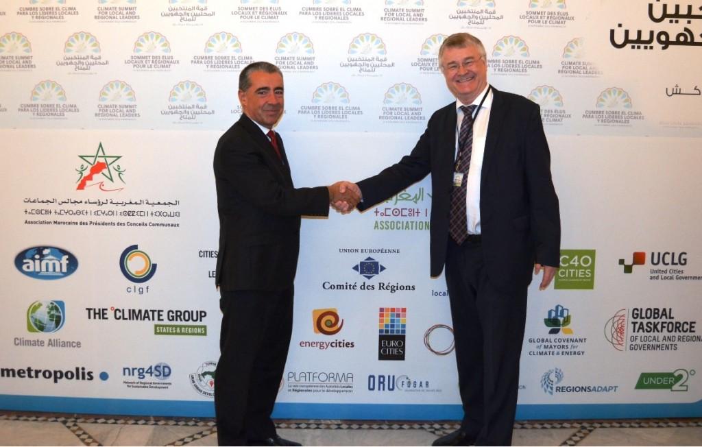 El viceconsejero de medio Ambiente del Gobierno Vasco, Josu Madariaga y el Presidente del Comité de las Regiones Makku Makula en la cumbre de Marrakesh