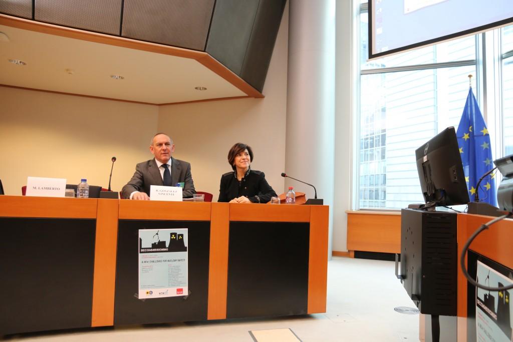 Momentos antes de comenzar, en Bruselas, la comparecencia del Diputado General de Alava Ramiro González