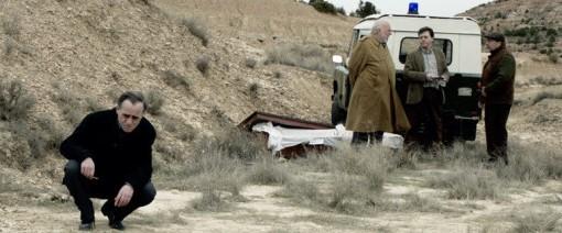 """Un fotograma de la película """"Lasa y Zabala"""" que recrea el momento en que se encontraron los cuerpos de los dos jóvenes asesinados por agentes de la Guardia Civil."""