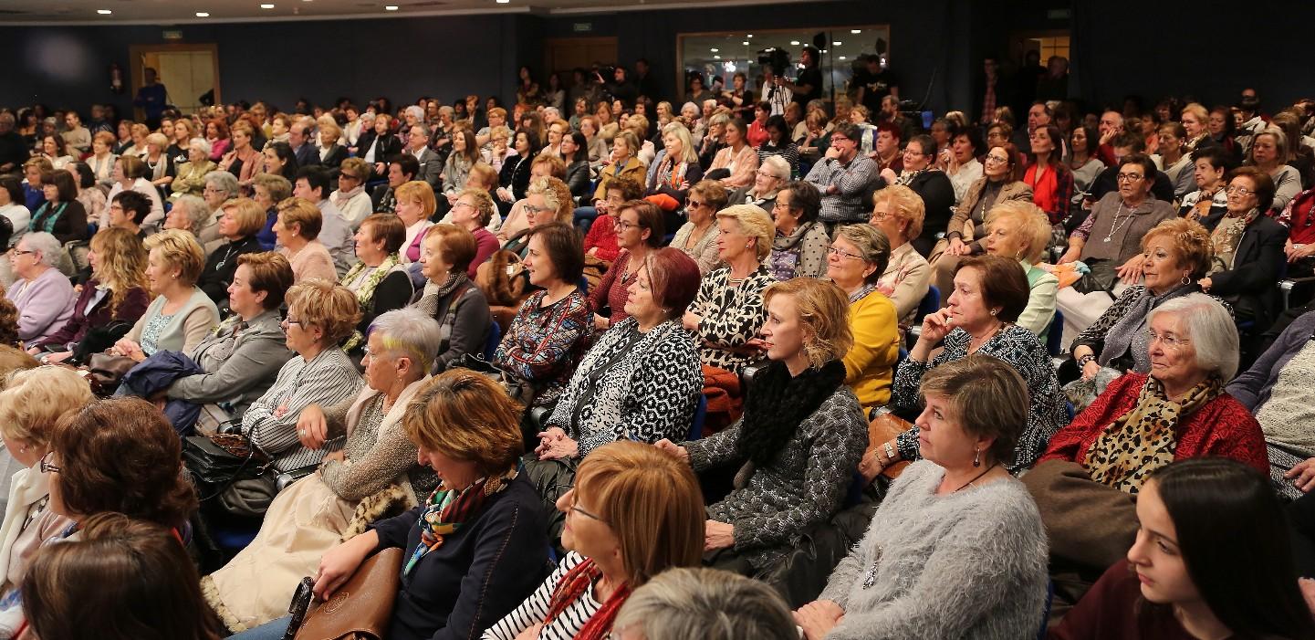 Las mujeres jeltzales abarrotaron el salon de actos de Sabin Etxea en este homenaje a su aportación al país.