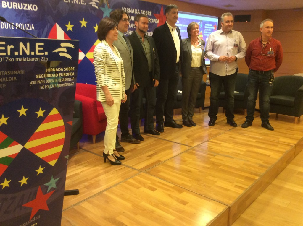La mesa de intervinientes en las jornadas sobre seguridad europea organizadas por ErNE