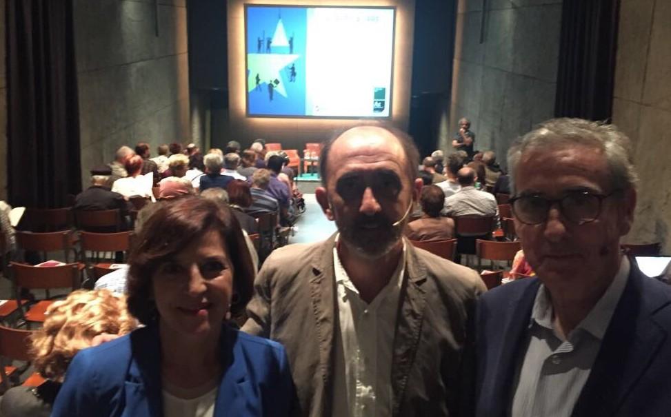 """Con Ramón Jauregui y el autor de """"La Democracia en Europa"""" Daniel Innenarity en la presentación del libro en el Azkuna Center de Bilbao."""