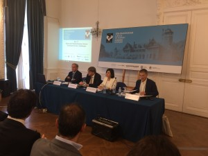Un momento de la intervención de Guy Verhofstadt en los cursos de verano de la UPV en Donostia